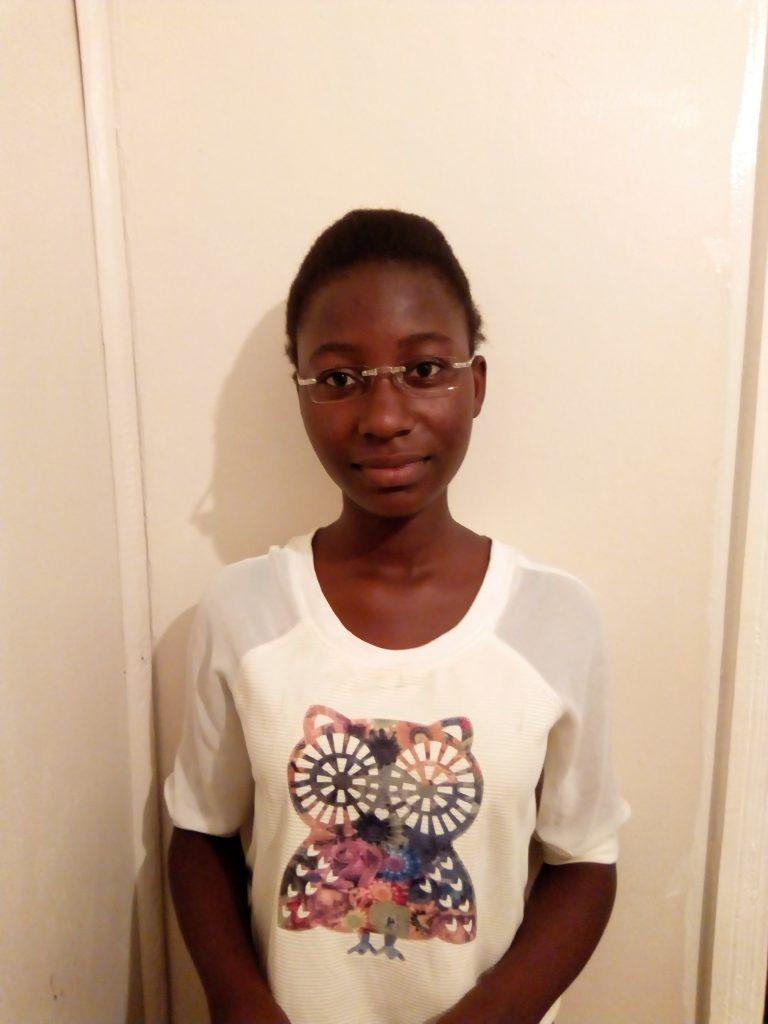 Mlado dekle z novimi očali